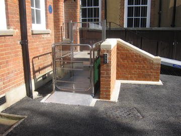 21 banbury road external platform lift
